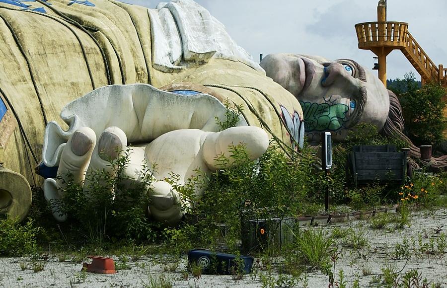 abandoned japanese theme park - photo #14