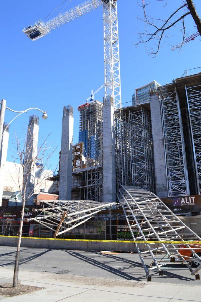 toronto scaffold falling 3