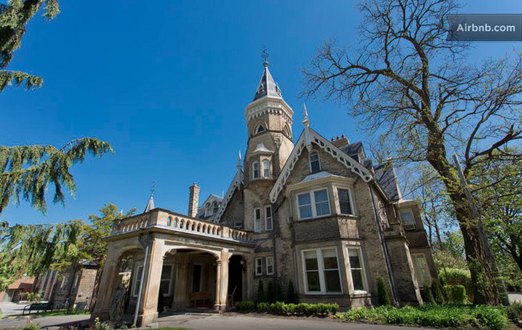 airbnb toronto castle