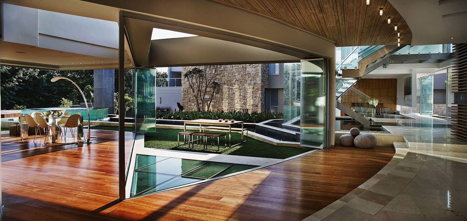 16 beautiful glass homes that have nothing to hide for Luxury home architects
