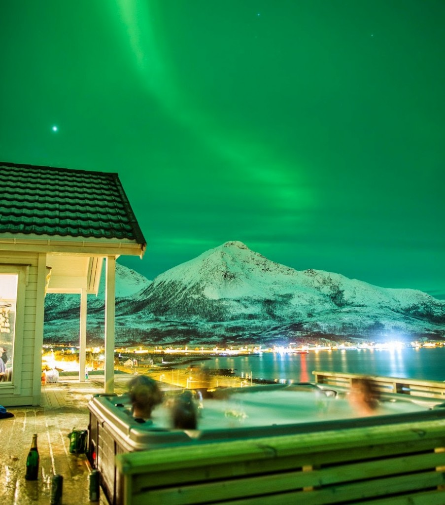 norway northern lights hot tub