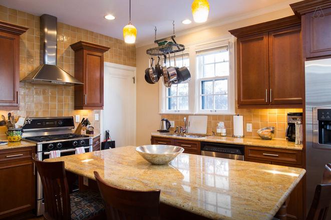Warren Buffett home kitchen