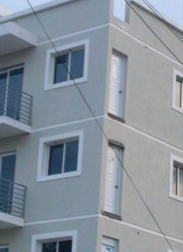 35 building fails that take shoddy workmanship to a whole for Architecture fail