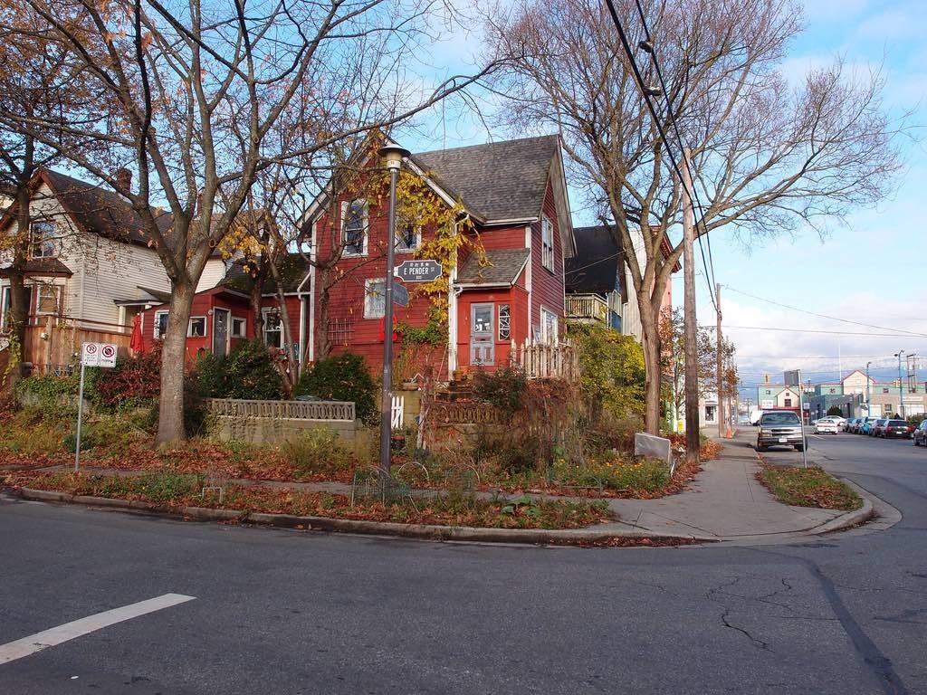 vancouver-house-autumn