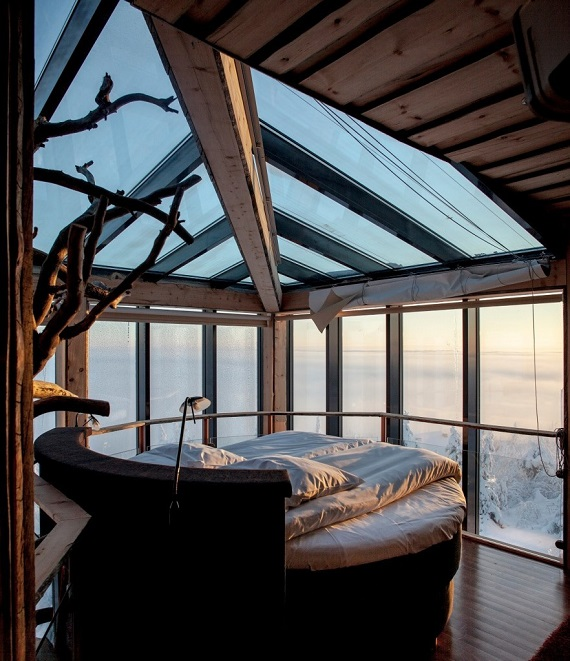 24 brilliant design ideas for your boring bedroom for Bedroom skylight