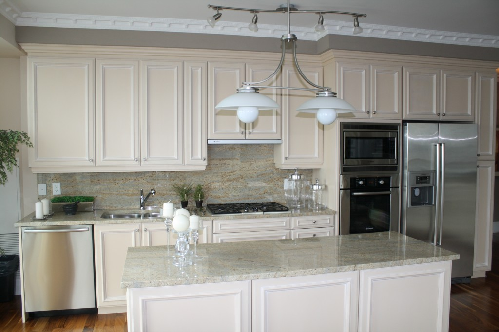 Palatial collection kitchen