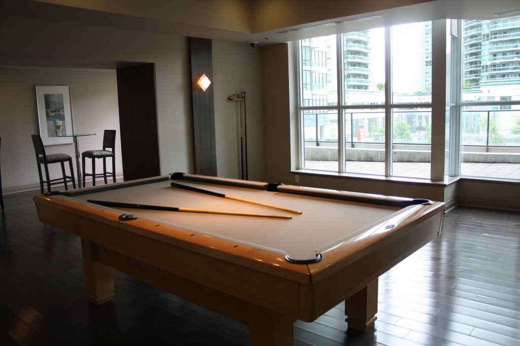 pinnacle centre pool table