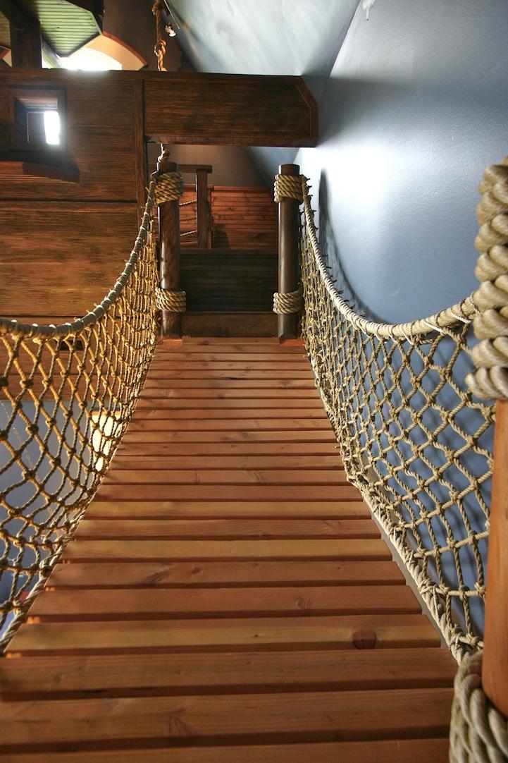 Pirate bedroom's rope bridge