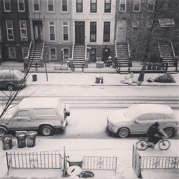 Everything looks better in black-and-white-and-Brooklyn. Photo by @kloretan