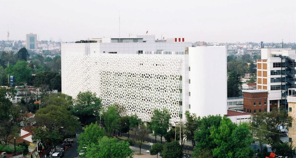 smog-eating hospital in Mexico City