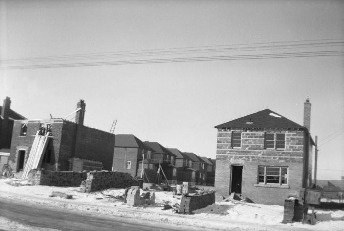 Broadway Avenue, north side between Hanna Road and Tanager Avenue homes under construction in 1949.