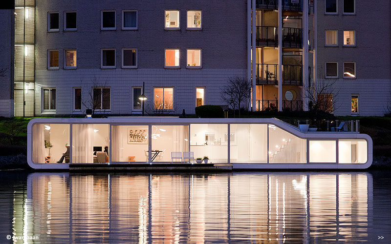 Floating-house-on-amstel-river-amsterdam-3