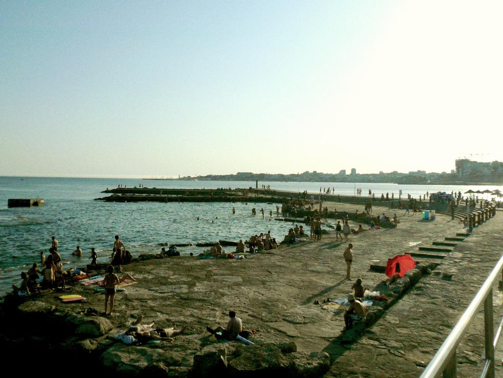 tamariz beach lisbon