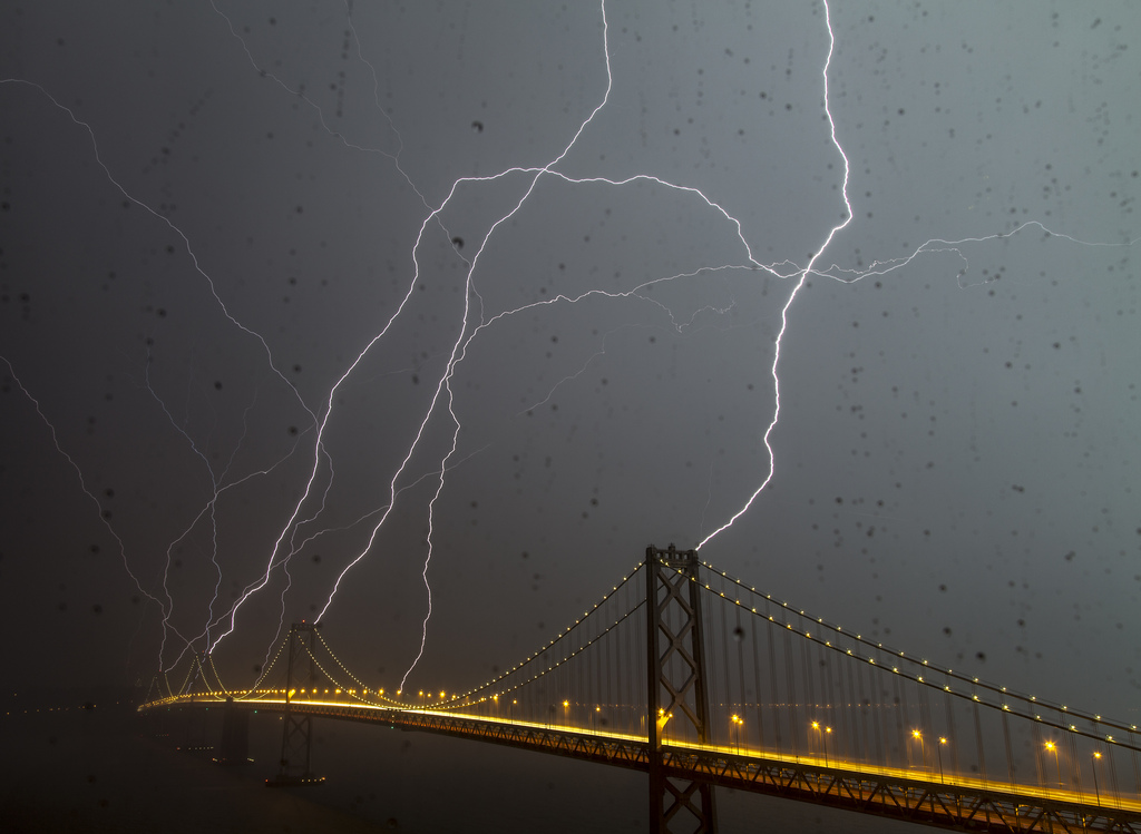 11 Photos Of Lightning Striking Famous Structures