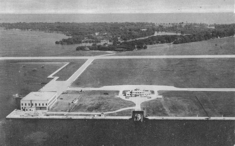 Island_Airport_and_Centre_Island_Toronto_1944