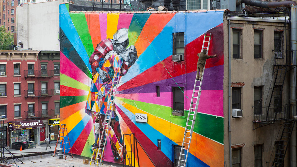 new york sailor kiss mural