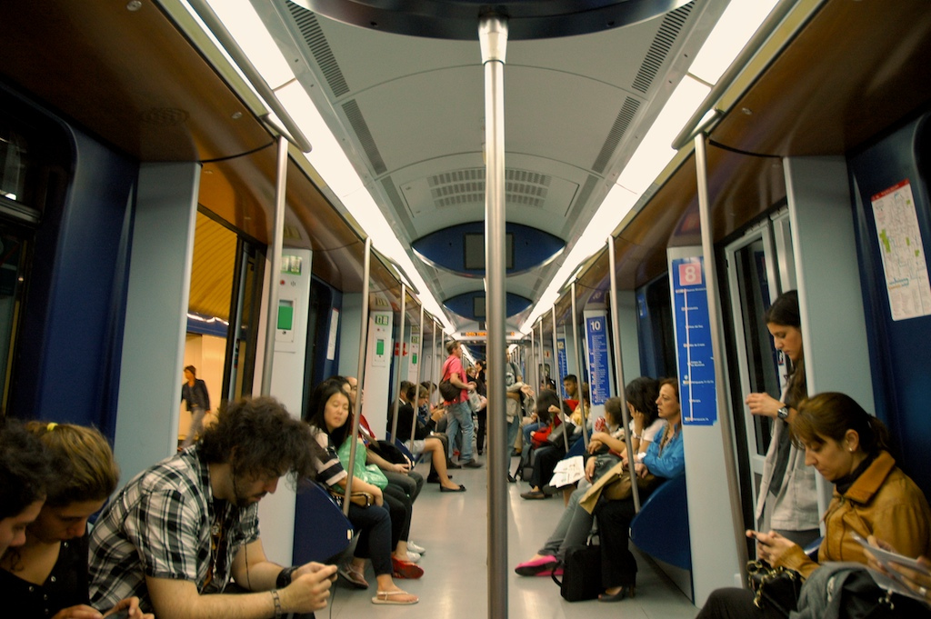 madrid metro train