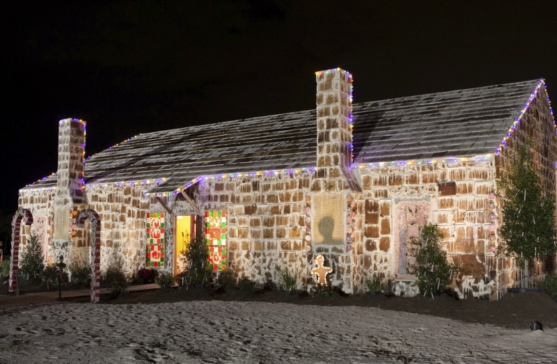Largest gingerbread house-1