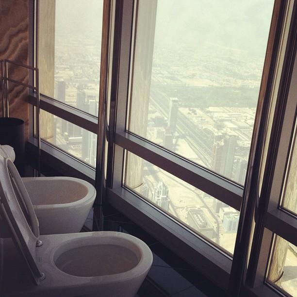 Burj Khalifa toiles 155 floor