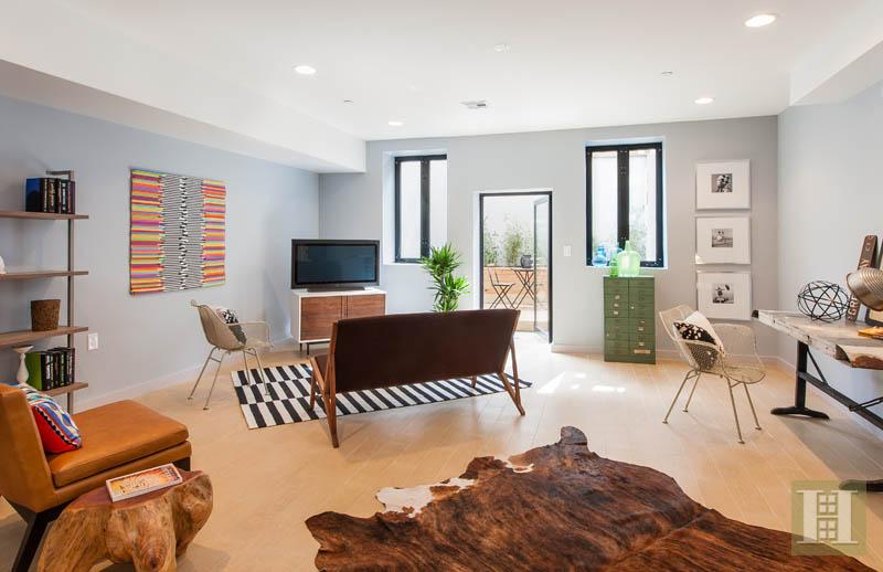 260 Greene living room