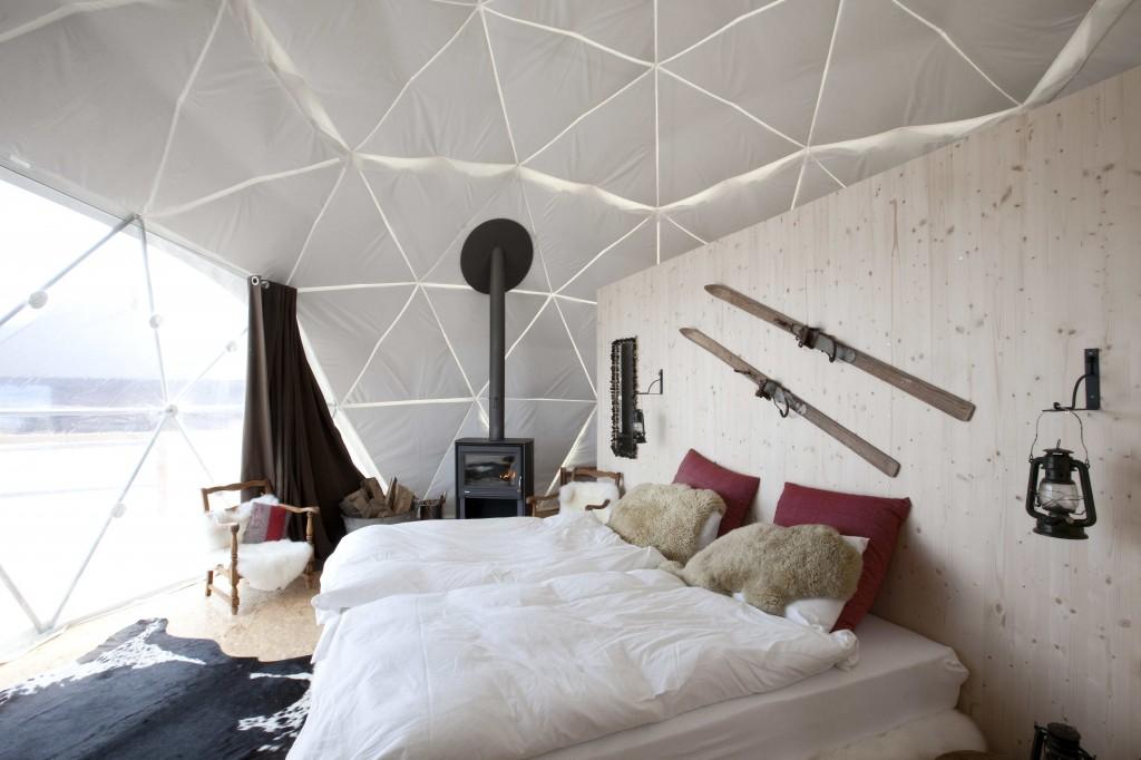 white pod tent