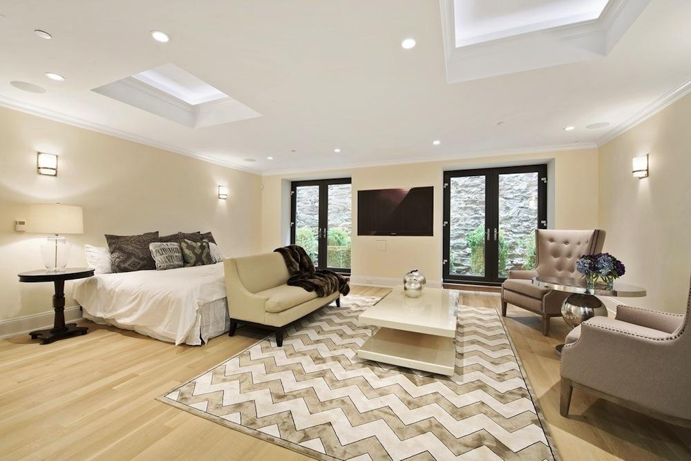 230 East 63rd Street bedroom