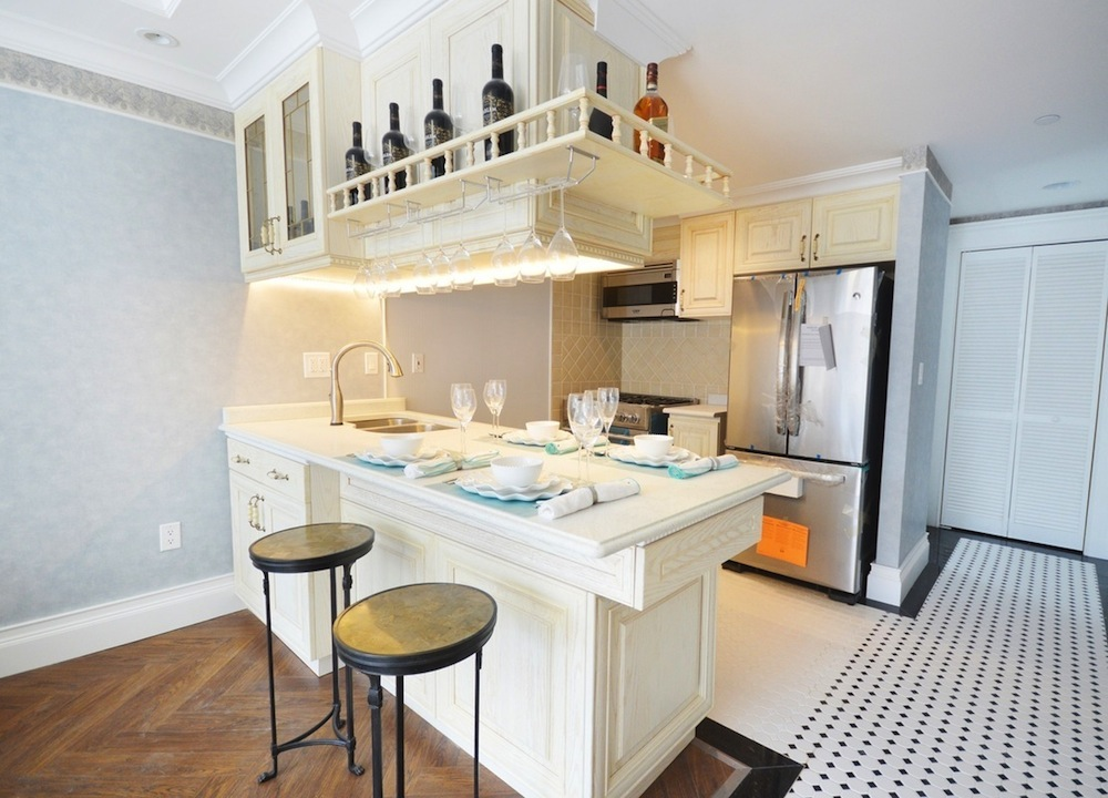 160 East 23rd kitchen