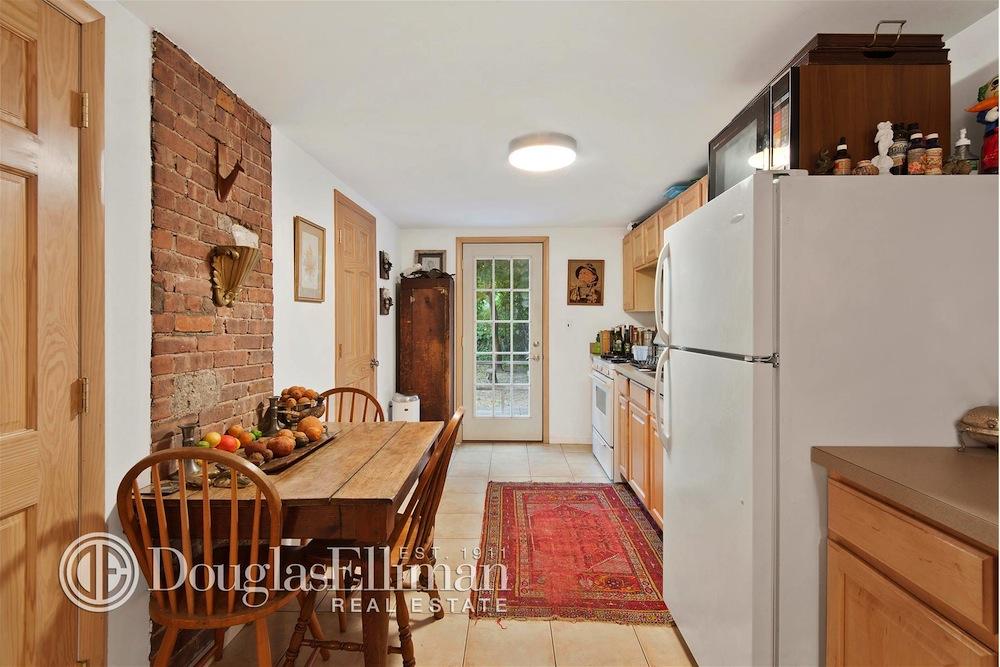 21 North Henry Street kitchen