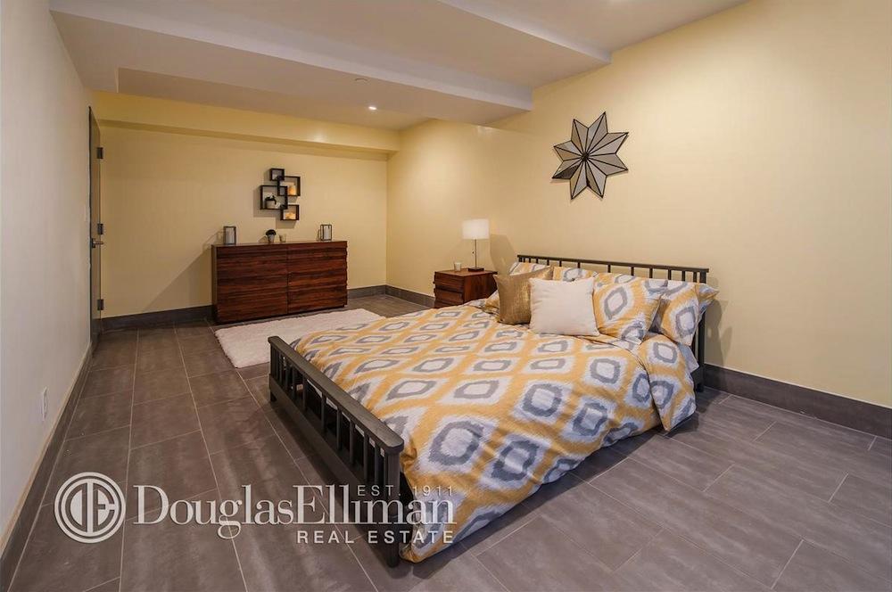 655 Franklin bedroom