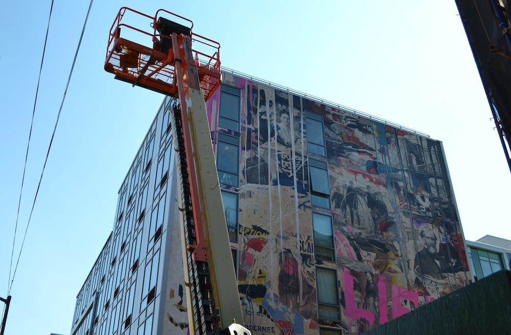 250N10 mural