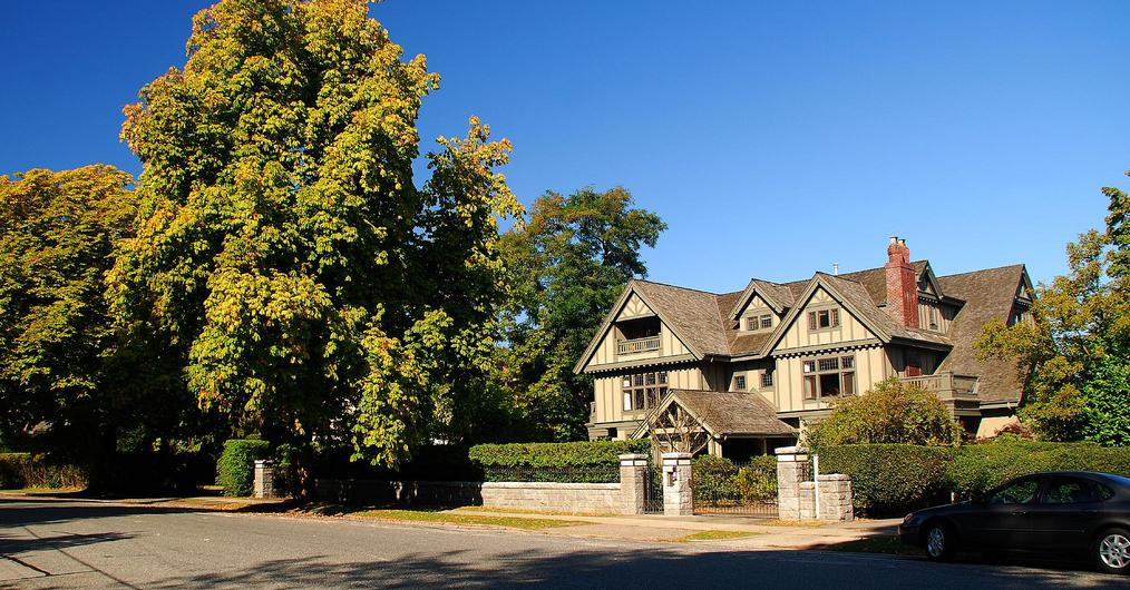 canada luxury home market