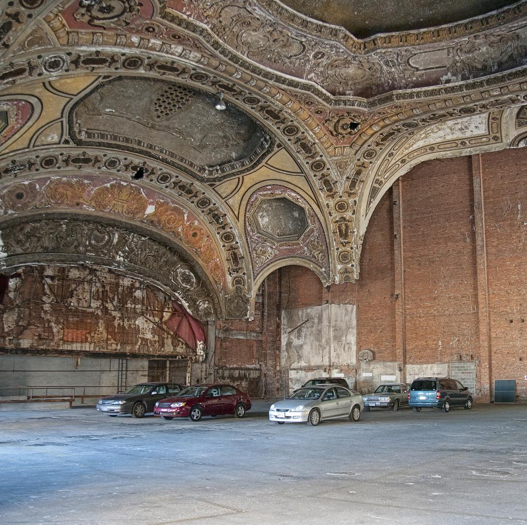 detroit theatre parking