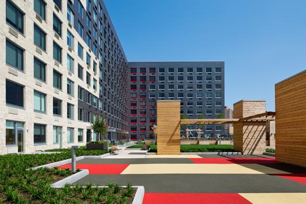 18-park-building-courtyard
