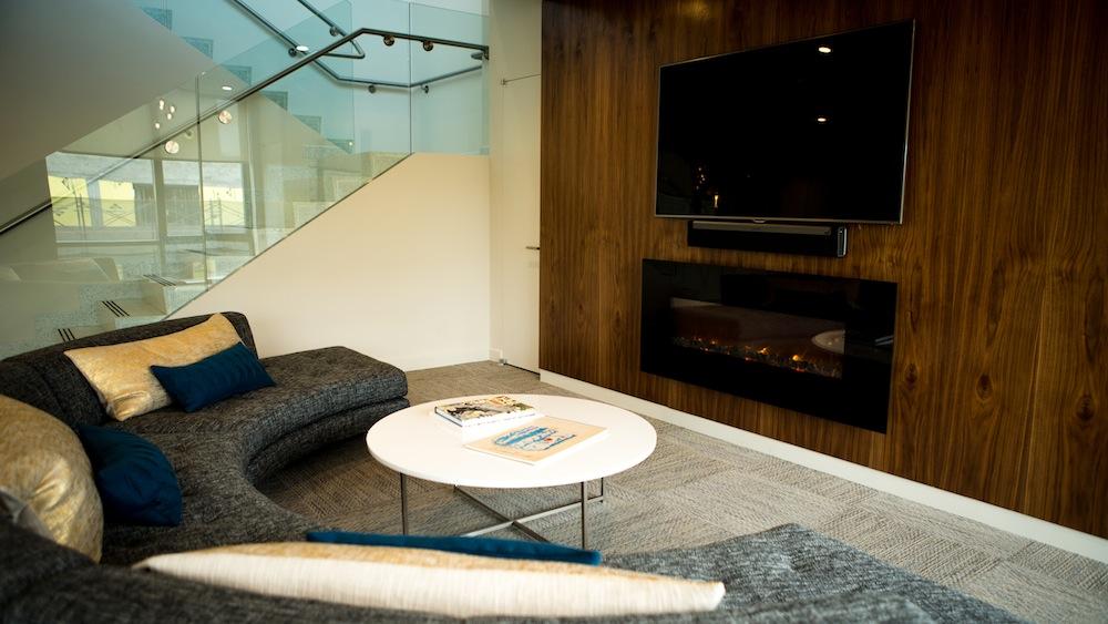 250N10 lounge september