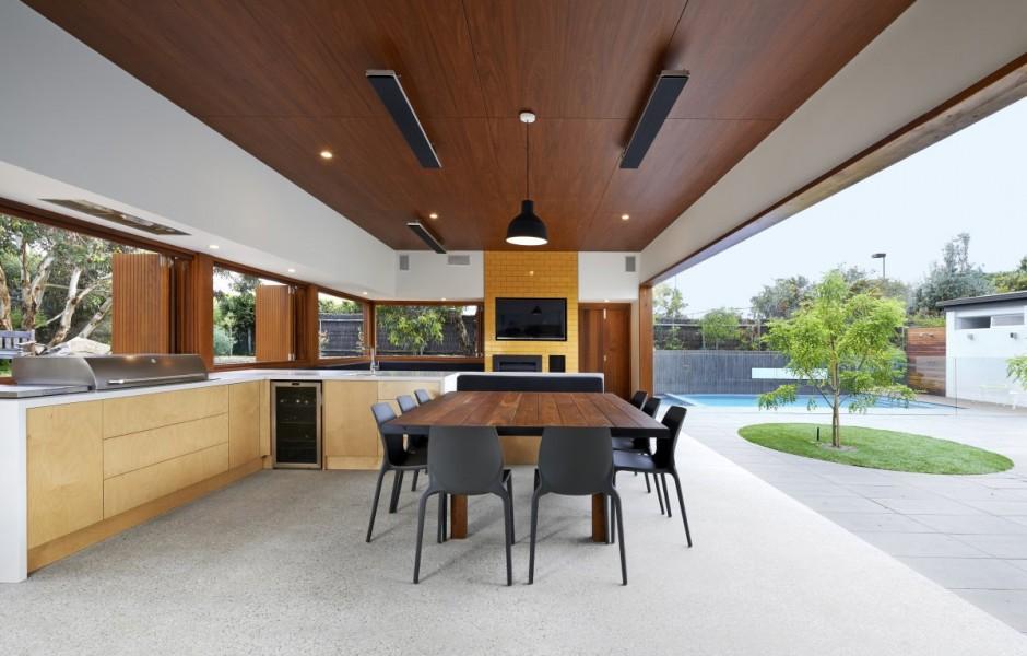open-concept outdoor kitchen