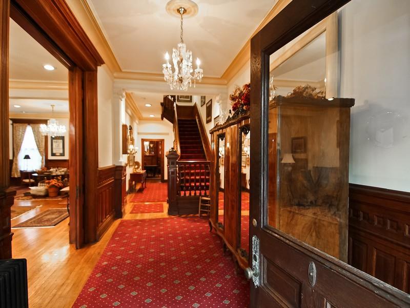 1322 Vermont foyer