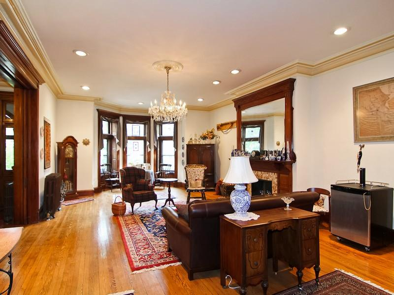 1322 Vermont living room