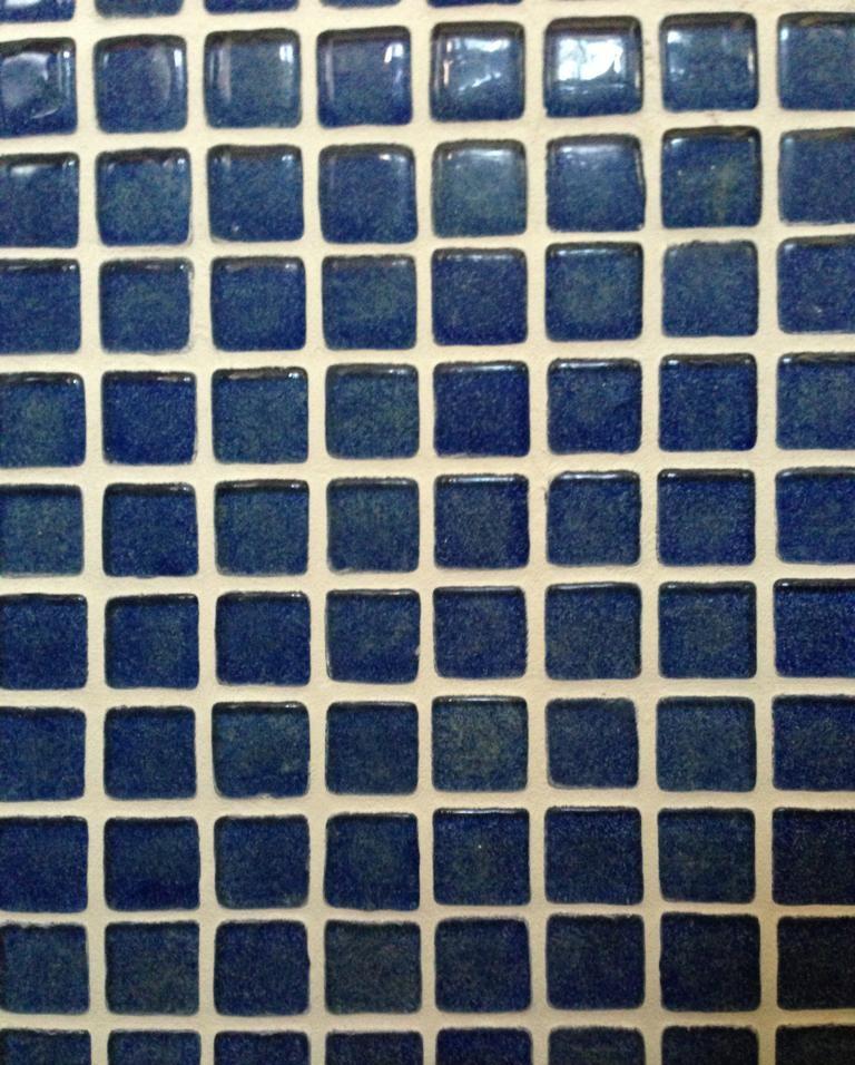 dot illusion bathroom tiles