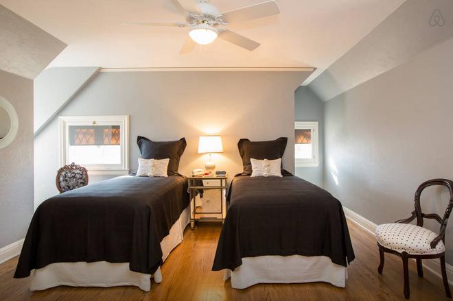 Warren Buffett bedroom
