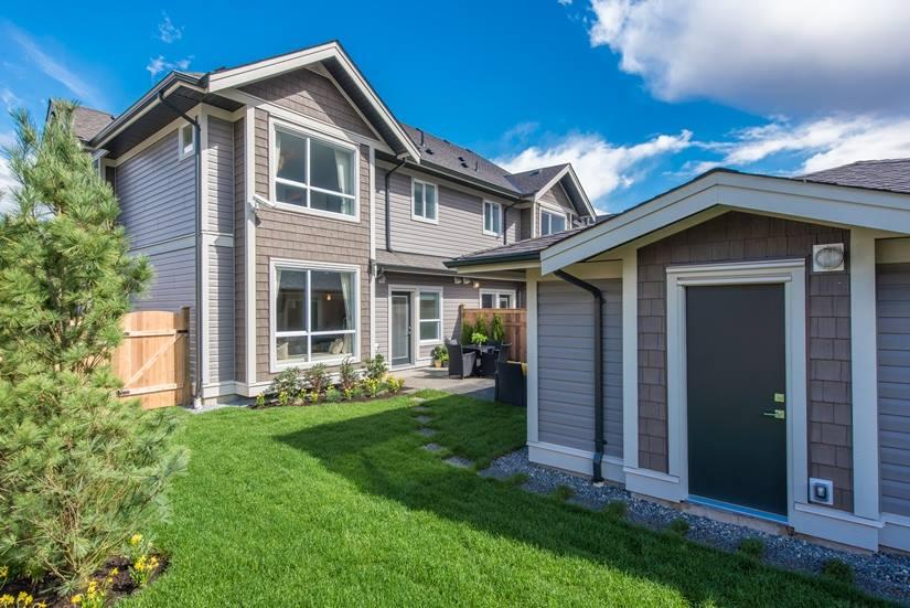 Cliffstone row homes Maple Ridge backyard-1