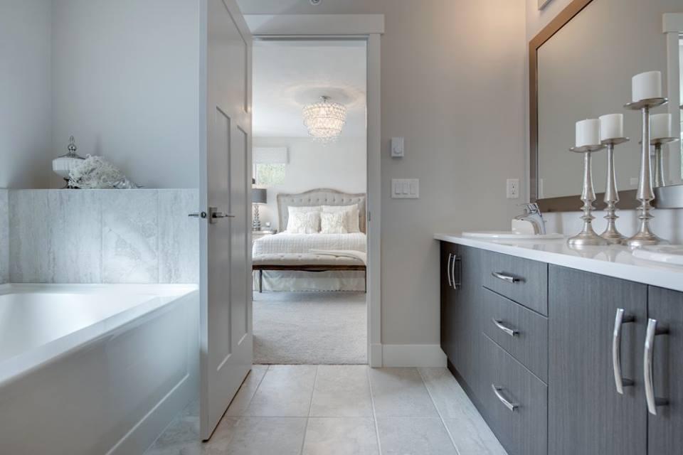 Cliffstone row homes Maple Ridge ensuite bathroom