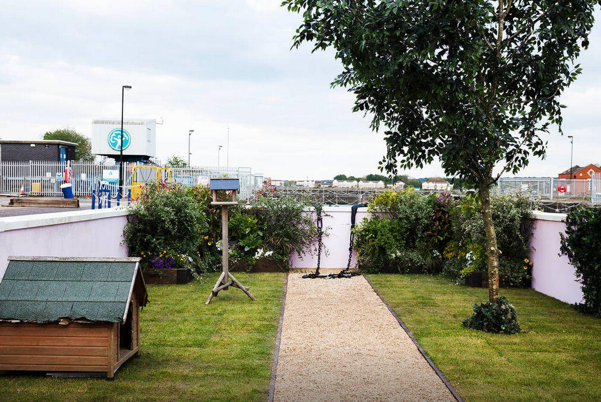 houseboat yard