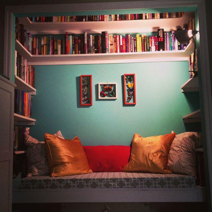 unused closet reading nook-3