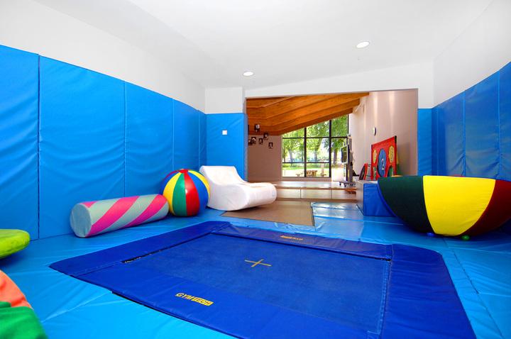 Trampoline flooring
