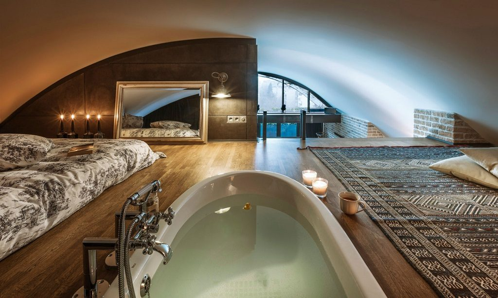 loth bedroom with bathtub