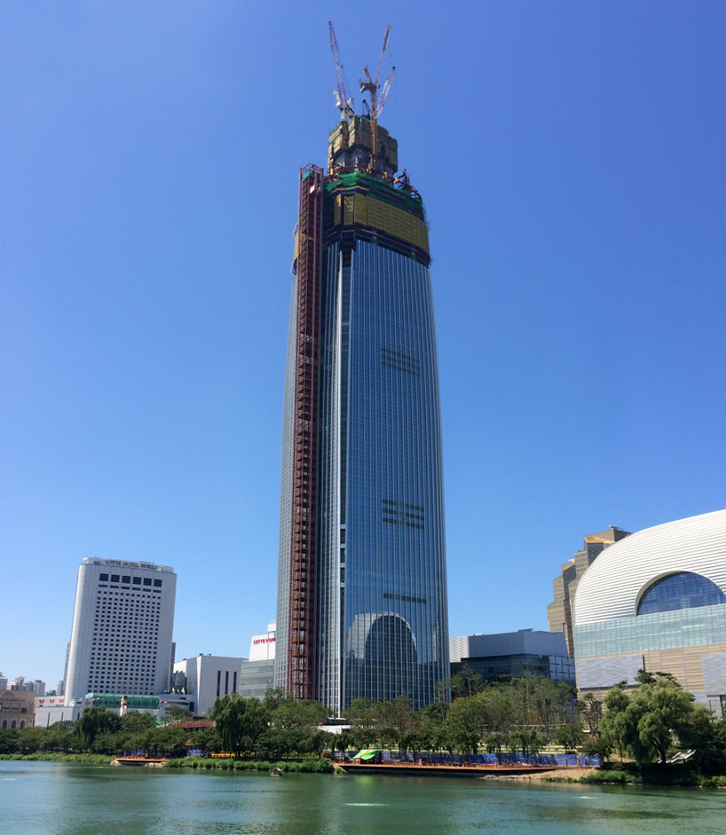Lotte World Tower construction