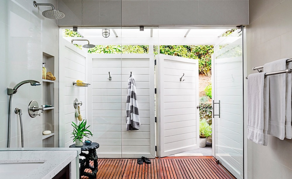 outdoor bathroom shower