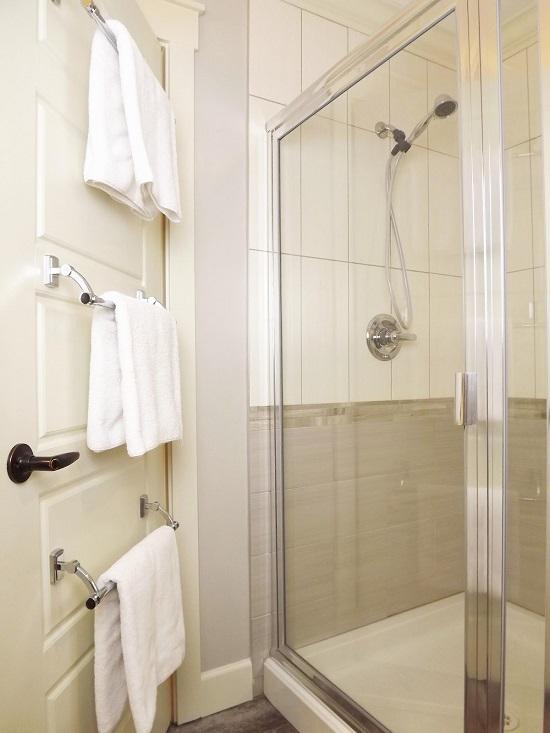 towel rod door