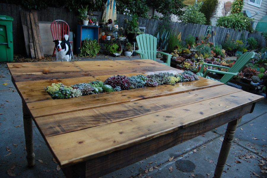 backyard pallet table
