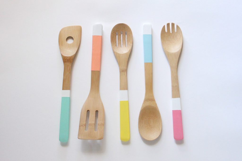 paint dipped spoons-min